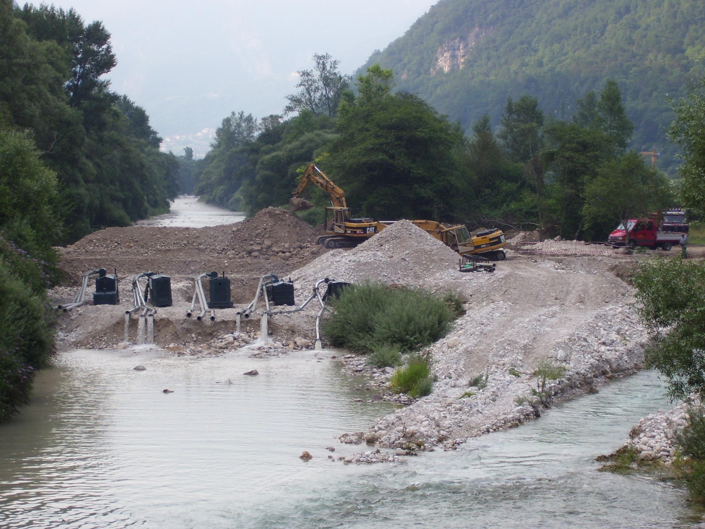 Realizzazione di un attraversamento fluviale nel torrente Astico