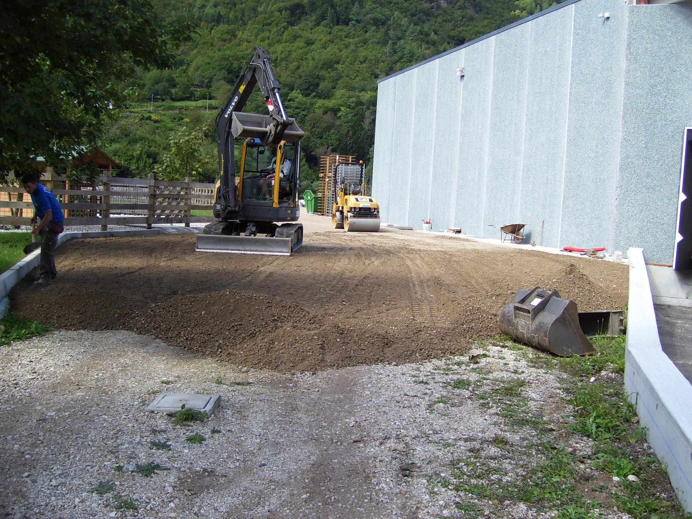 Realizzazioni aree esterne su capannone industriale a Valdastico